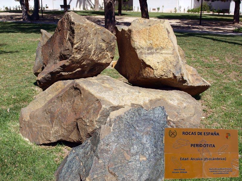 Jard n de rocas de l a universidad de alicante for Rocas grandes para jardin
